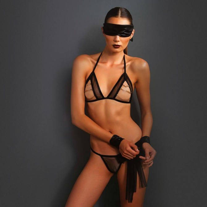 KINK SET WITH BLINDFOLD AND WRIST RESTRAINTS BLACK